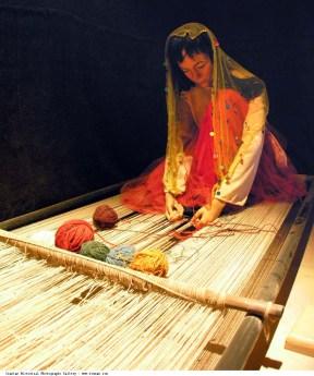 Shiraz_Persian_Carpet_Museum_Lady